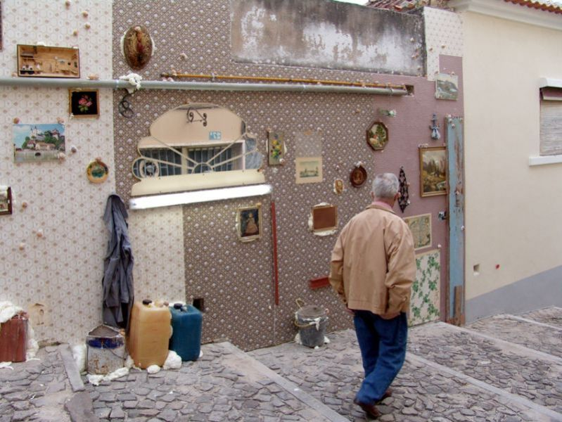'Parallel Homeless Landscape', wallpaper and secondhand objects from the homeless people association warehouse in Cologne, Torres Vedras (PT) 2010